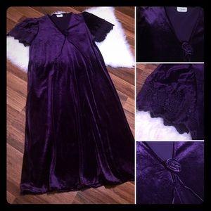 🦋2/$10 3/$18 4/$18 5/$20 Vintage House Robe